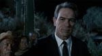 K ser den mistænkte an i filmens åbningssekvens.