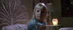 Lille Carol Anne (Heather O'Rourke) vågner midt om natten...