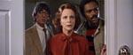 Parapsykologerne får syn for sagn. Det er Dr. Lesh (Beatrice Straight) i midten.