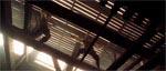 En af filmens mange velkoreograferede kampsekvenser - her er det Will Turner og Jack Sparrow der krydser klinger.