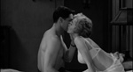 Marion Crane (Janet Leigh) og hendes kæreste Sam Loomis (John Gavin). Bemærk den hvide bh. Her er pigen stadig uskyldig.