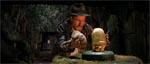 Indy forsøger at få fat på en guldstatuette i filmens berømte anslag
