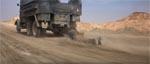 En actionsekvens, der er overgået i filmhistorien - Jones trækkes efter en tysk lastbil, hængende i sin pisk