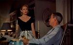 Mellem lureriet bliver der også tid til besøg fra on/off-kæresten Lisa (Grace Kelly)