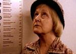 Fru Drusse i elevatoren, hvor hun har hørt den lille pige