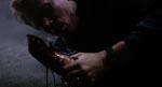 Som noget af det første pløkker skurkene Murphys hånd af med et haglgevær - et godt eksempel på filmens splatteragtige effekter