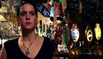 Laura (Camilla Metelmann) på arbejde