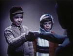 De to Jordbørn, Billy og Betty, møder Marsbørnene.