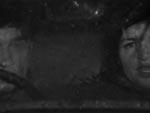 Fra rammehistorien: Bemærk den uheldige pan & scan med to halve ansigter og et stort tomrum i midten