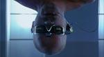 JB er i cyberspace, hvilket åbenbart bedst gøres med hovedet nedad