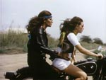 Den evindelige motorcykelmontage, der bliver brugt flittigt igennem hele filmen, akkompagneret med et rip-off af klassikeren 'Born to be Wild'
