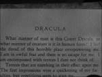 Dr. Brewster læser i Bram Stokers 'Dracula' for at finde informationer om Alucard!