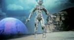 En gigantisk robot der forfølger heltene.