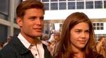 Johnny Rico (Casper Van Dien) og Carmen (Denise Richards) lige før de melder sig til tjeneste