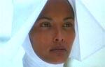 Laura Gemser som Emanuelle - nu i nonne-outfit