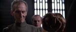 Prinsessen møder guvernør Tarkin (Peter Cushing).