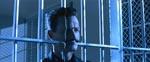 En af filmens banebrydende special effects, da T1000'eren går gennem en tremmedør på sindssygehospitalet.