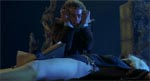 Wilburs ritual. Bemærk håndstillingen, der er taget fra et berømt fotografi af Aleister Crowley (se nedenfor) og læg også mærke til, at Necronomicon ligger opslået mellem Nancys spedte ben!