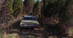 De unges bil kæmper sig op mod hytten