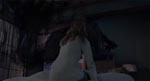 Som i originalen ses Kayako første gang som en mørk skikkelse - her er hun helt dækket af langt, sort, glat hår
