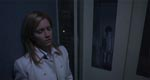 Susan Williams (den mere end bare almindeligt labre KaDee Strickland) i elevatoren i den lejlighedsbygning, hvor hun bor. Bemærk Toshio uden for elevatoren - han er på alle etager!