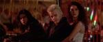 David (Kiefer Sutherland) har styr på sin pige.
