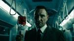 En gal slagter (Vinnie Jones) – læg mærke til det dårlige CGI-blod på hans hammer