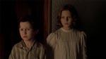 Børnene Nicholas (James Bentley) og Anne (Alakina Mann).