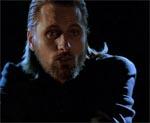 Viggo Mortensen overspiller også som Lucifer, men på den gode måde