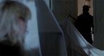 Pam gemmer sig for morderen i filmens klimaktiske sekvens.