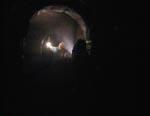Udforskning af kælderen under huset.