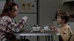 Hverdagsscene med Cole og hans mor (Toni Collette).