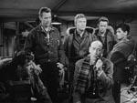 Scotty (Douglas Spencer) sender sin radioreportage - og sin advarsel - hjem til de amerikanske lyttere