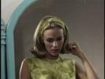 Filmens heltinde Terry Adams (Connie Mason).
