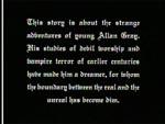 Klassisk stumfilmstekst indleder filmen.
