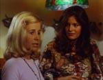 Bibi (t.v.) og én af filmens andre kvindelige medvirkende - som Bibi naturligvis ender i kanen med