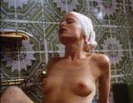 Bibi lurer på fasterens bofælle, der onanerer i badet