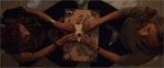 Claire og hendes veninde Jody afholder en seance for at komme i kontakt med Mary Feurs ånd.