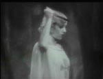 Madeleine Short Parker (Madge Bellamy).