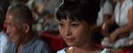Den smukke japanske efterretningsagent Aki (Akiko Wakabayashi), som Bond får hjælp af