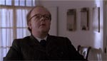 Columbus får dem alle med - her Inspektør Lestrade i Roger Ashton-Griffiths' flommede skikkelse.