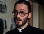 En halvskummel præst, der måske - måske ikke - er i ledtog med skurkene.