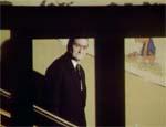Don Luigi Costa kigger direkte over mod Stefano - har han set ham?