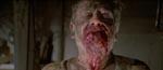 En god gammel zombie med kæften fuld af blodigt kød.