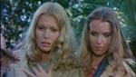 Lori Ridgeway (Alexandra Delli Colli) og Susan.