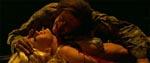 Stripperen Kat (Jenna Jameson) bliver angrebet af en zombie…