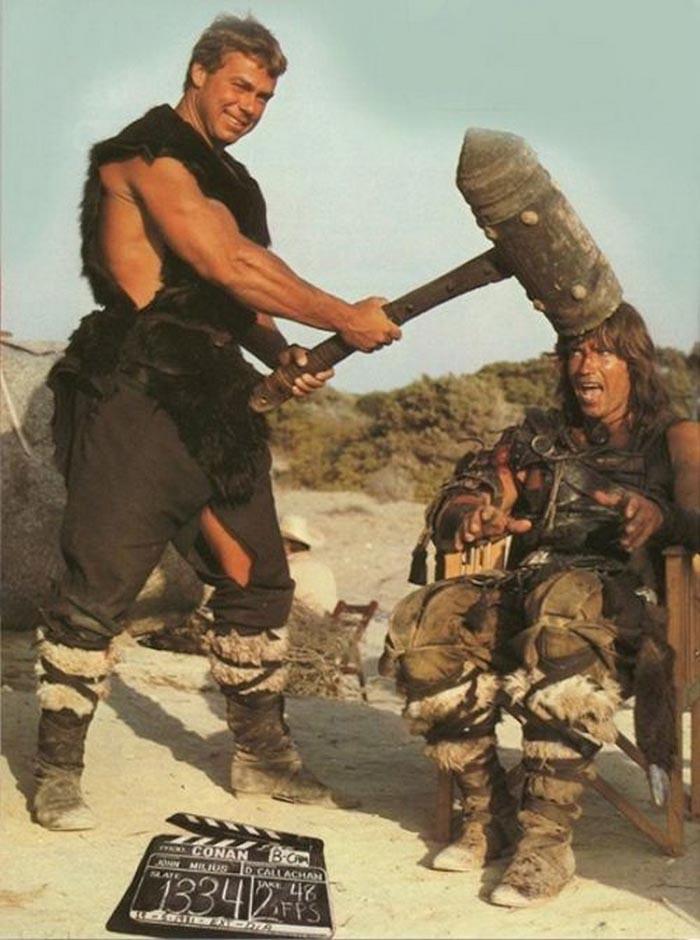 Sjov på settet under optagelserne til 'Conan the Barbarian'.