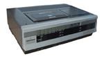 En opfindelse der skulle gøre livet surt for biograferne. VHS-maskinen i al sin magt og vælde.