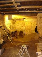 I den kælder, blandt murstøv og skeletter, blev 'Sleazehound' født.