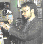 Rick Priestley (fra 'Warhammer Fantasy Battle 3rd edition'-bogen) viser her. hvordan man køber figurer.